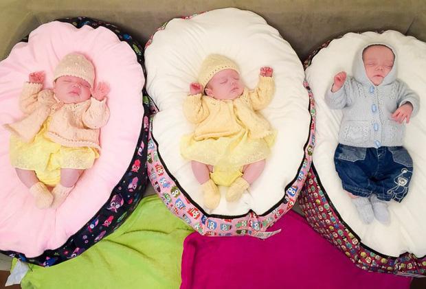 Hy hữu: Bà mẹ sinh liền 4 đứa con chỉ trong vòng 11 tháng - Ảnh 2.