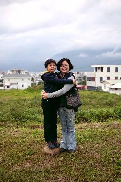 Bộ ảnh lồng ghép ấn tượng của bà mẹ đơn thân Đài Loan: Dành 17 năm ghi lại hành trình trưởng thành cùng con trai động lòng người - Ảnh 14.