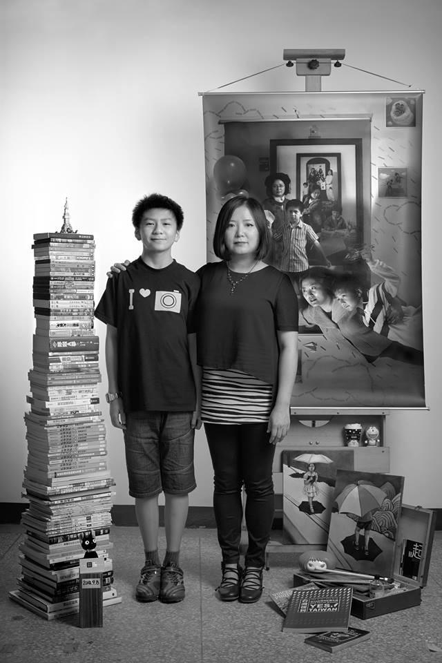 Bộ ảnh lồng ghép ấn tượng của bà mẹ đơn thân Đài Loan: Dành 17 năm ghi lại hành trình trưởng thành cùng con trai động lòng người - Ảnh 11.