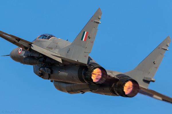 Ấn Độ lập cầu không vận, sẵn sàng đáp trả Trung Quốc - Ảnh 4.