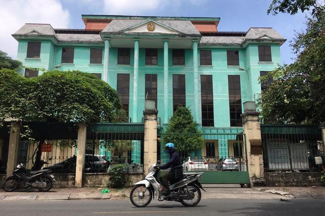 Quá khứ đầy tiền án của gã đàn ông bỏ trốn khỏi phòng xét xử TAND quận Hà Đông - Ảnh 2.