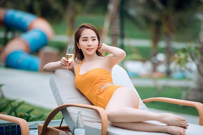 Loạt ảnh bikini gợi cảm của Quỳnh Nga - Ảnh 3.