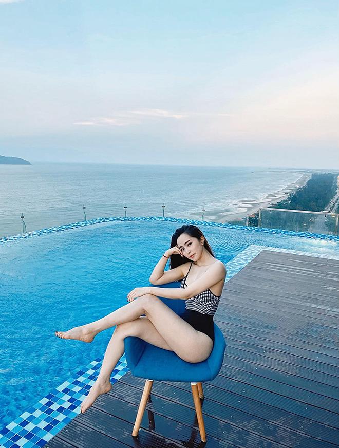 Loạt ảnh bikini gợi cảm của Quỳnh Nga - Ảnh 4.