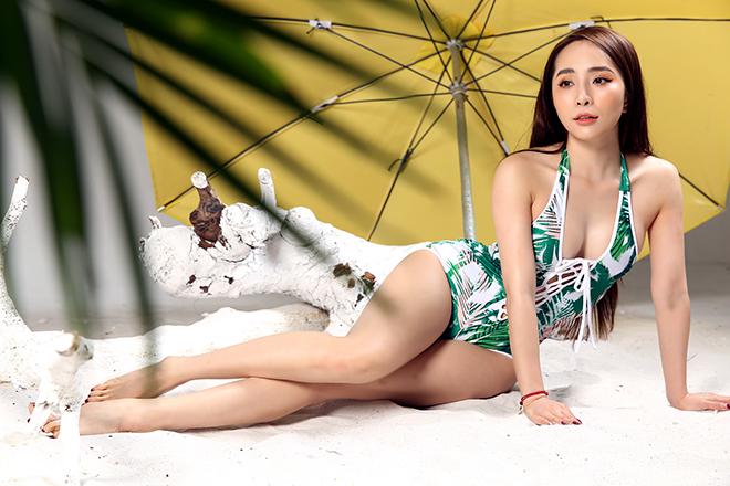 Loạt ảnh bikini gợi cảm của Quỳnh Nga - Ảnh 7.