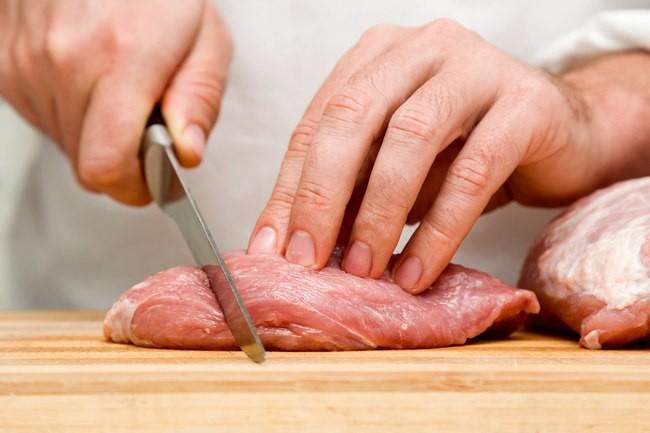 Đồ ăn sống nguy hại khôn lường như thế nào? - Ảnh 2.