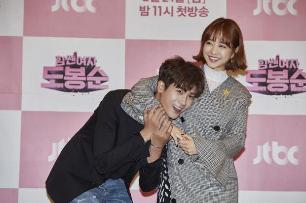 5 cặp màn ảnh tình như hẹn hò thật: Hyun Bin - Son Ye Jin, Park Shin Hye lộ bằng chứng, couple Thư ký Kim gây sốc vì quá gắt - Ảnh 25.