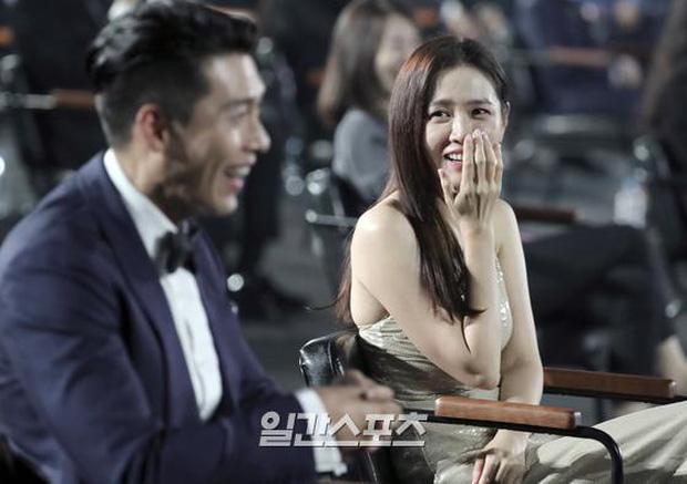 5 cặp màn ảnh tình như hẹn hò thật: Hyun Bin - Son Ye Jin, Park Shin Hye lộ bằng chứng, couple Thư ký Kim gây sốc vì quá gắt - Ảnh 4.