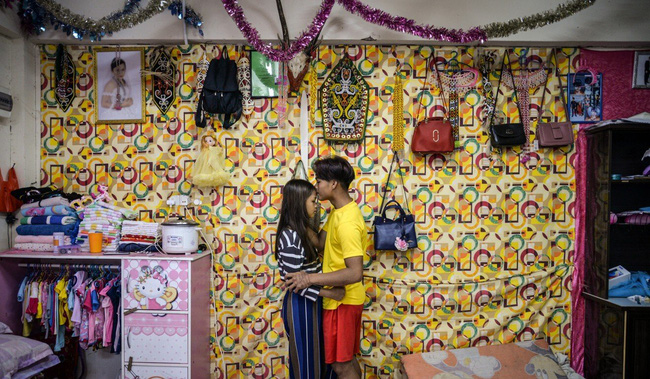 Chuyện về cô dâu trẻ con hợp pháp ở Malaysia: 12 tuổi lấy chồng, 13 tuổi lâm bồn và những bỡ ngỡ khi lần đầu làm mẹ - Ảnh 3.