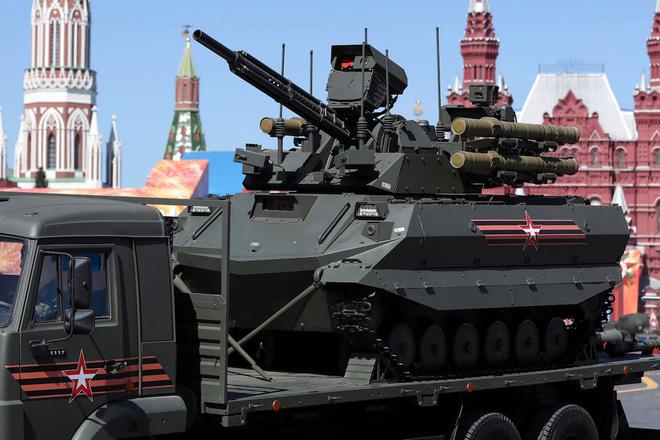 Một loạt vũ khí sát thủ của Nga biến đâu mất trong lễ duyệt binh trên Quảng trường Đỏ? - Ảnh 2.