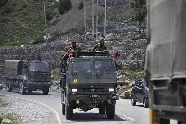 Trung Quốc né trách nhiệm, Ấn Độ đẩy mạnh phòng không biên giới - Ảnh 1.
