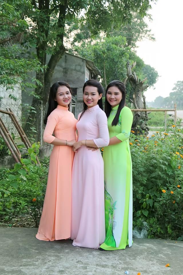 3 người phụ nữ cùng chụp một tấm hình, dân mạng tranh cãi không biết ai là mẹ, ai là con - Ảnh 2.