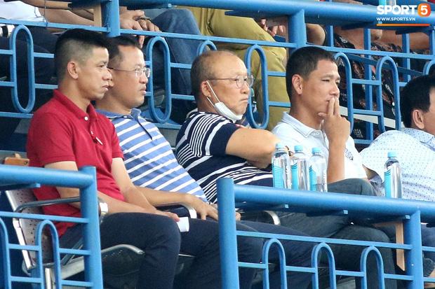 Tin từ phòng VIP sân Gò Đậu: Thầy Park đích thân thuyết phục cầu thủ đang thất nghiệp trở lại đội tuyển - Ảnh 1.
