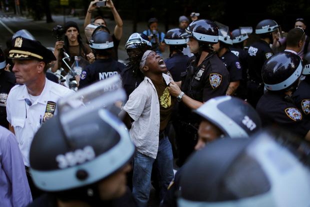 Nghiên cứu mới hé lộ sự thật đau đớn về nạn phân biệt chủng tộc tại Mỹ: Mỗi năm có cả ngàn người da màu đã chết dưới tay cảnh sát - Ảnh 2.