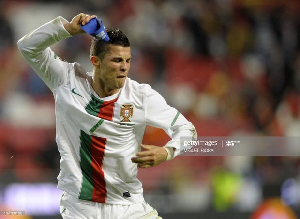 Tranh cãi Văn Toàn hành xử như Ronaldo khi tức giận: Tháo băng đội trưởng và ném thẳng xuống đất - Ảnh 5.