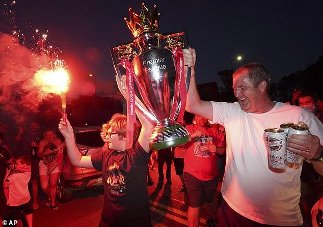 Liverpool chính thức giành chức vô địch Premier League sau 30 năm chờ đợi - Ảnh 6.