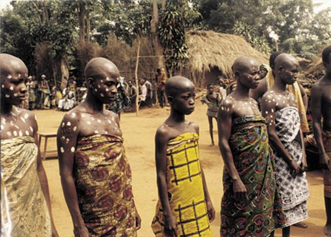 Trokosi: Thứ hủ tục ám ảnh phá nát đời của những bé gái bị ép làm nô lệ tình dục, lao động khổ sai suốt kiếp để trả nợ cho cha - Ảnh 2.