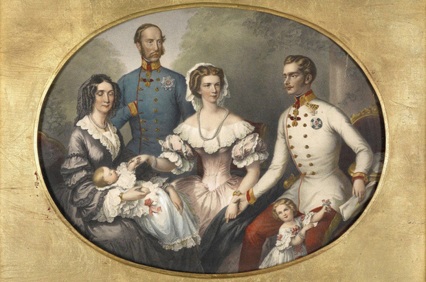 Số phận của vị hoàng hậu đẹp nhất châu Âu: Bị mang danh cướp chồng của chị gái, bước vào lồng son là một chuỗi những bi kịch đau đớn - Ảnh 8.