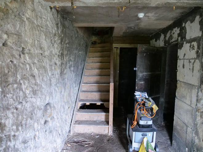 Thích cải tạo nhà lúc rảnh rỗi, người đàn ông gây bất ngờ khi hô biến tầng hầm đổ nát, xập xệ thành căn hộ tiền tỷ - Ảnh 5.