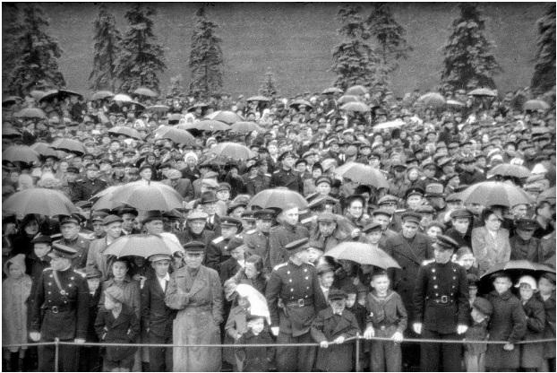 1 tháng chuẩn bị, ngày trọng đại mưa xối xả: Lễ duyệt binh Ngày Chiến thắng hoành tráng nhất lịch sử Liên Xô - Ảnh 9.