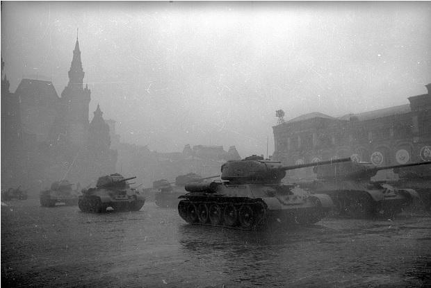 1 tháng chuẩn bị, ngày trọng đại mưa xối xả: Lễ duyệt binh Ngày Chiến thắng hoành tráng nhất lịch sử Liên Xô - Ảnh 8.