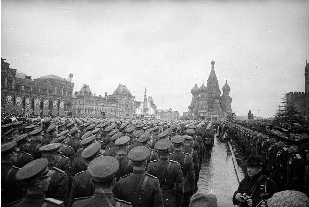 1 tháng chuẩn bị, ngày trọng đại mưa xối xả: Lễ duyệt binh Ngày Chiến thắng hoành tráng nhất lịch sử Liên Xô - Ảnh 10.