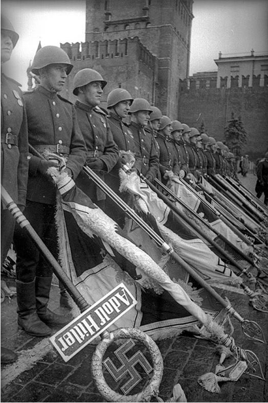 1 tháng chuẩn bị, ngày trọng đại mưa xối xả: Lễ duyệt binh Ngày Chiến thắng hoành tráng nhất lịch sử Liên Xô - Ảnh 7.