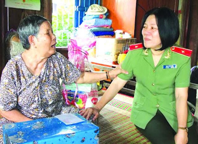 Nữ Thiếu tướng Công an đầu tiên Bùi Tuyết Minh thôi giữ chức Giám đốc Công an - Ảnh 1.