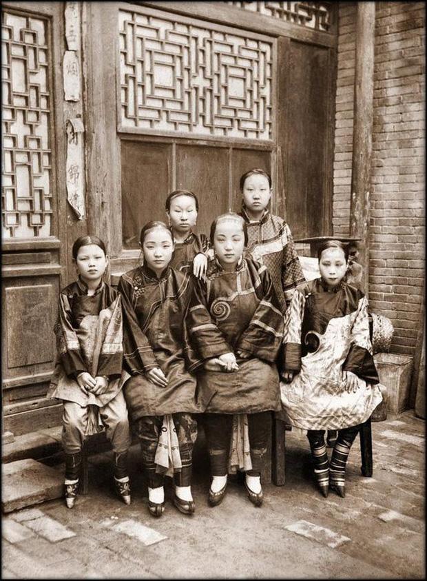 Loạt ảnh phản ánh chân thật cuộc sống người Trung Quốc trong giai đoạn biến động từ cuối thời nhà Thanh đến thời Dân Quốc - Ảnh 1.