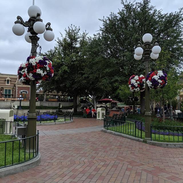 """Disneyland: Từ nơi hạnh phúc nhất hành tinh"""" bỗng hóa nơi... hiu quạnh nhất - Ảnh 3."""