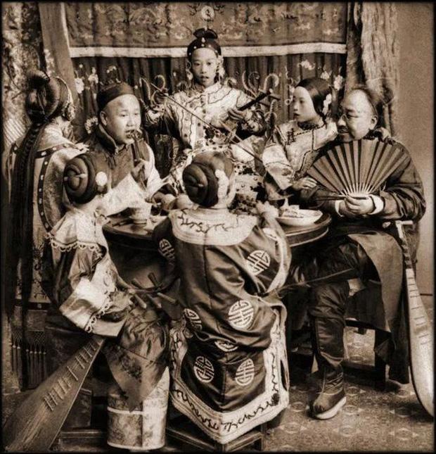 Loạt ảnh phản ánh chân thật cuộc sống người Trung Quốc trong giai đoạn biến động từ cuối thời nhà Thanh đến thời Dân Quốc - Ảnh 5.
