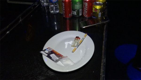 Phát hiện gần 100 đối tượng sử dụng trái phép chất ma túy tại 2 quán bar, karaoke - Ảnh 1.