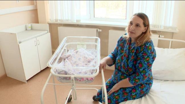 Bà mẹ 38 tuổi không hề biết bản thân mang thai trong ổ bụng thay vì dạ con suốt thời gian dài.