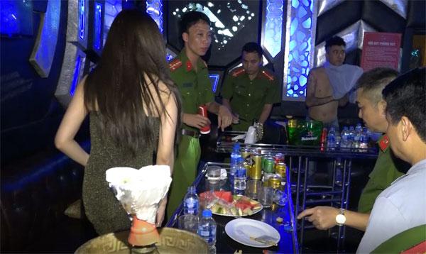 Phát hiện gần 100 đối tượng sử dụng trái phép chất ma túy tại 2 quán bar, karaoke - Ảnh 3.