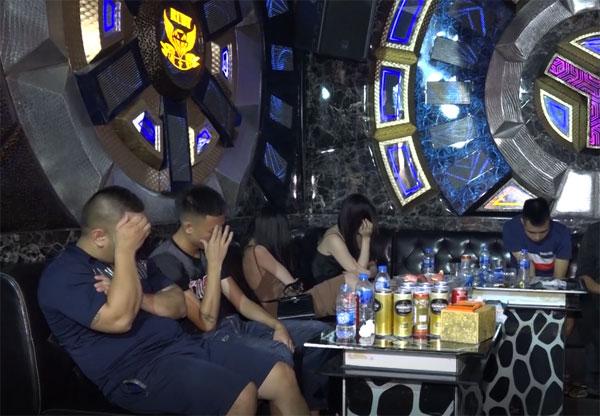 Phát hiện gần 100 đối tượng sử dụng trái phép chất ma túy tại 2 quán bar, karaoke - Ảnh 5.