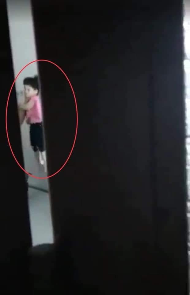 Người tình của mẹ bóp cổ, đẩy đầu bé gái 4 tuổi vào tường ở Sài Gòn khai gì? - Ảnh 1.