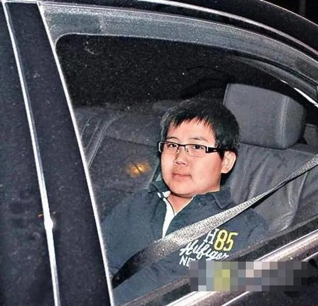 Xem lại trang cá nhân của thiếu gia nhà Vua sòng bài Macau: Hóa ra danh tính con trai bí ẩn đã được hé lộ từ hơn 1 năm trước - Ảnh 3.