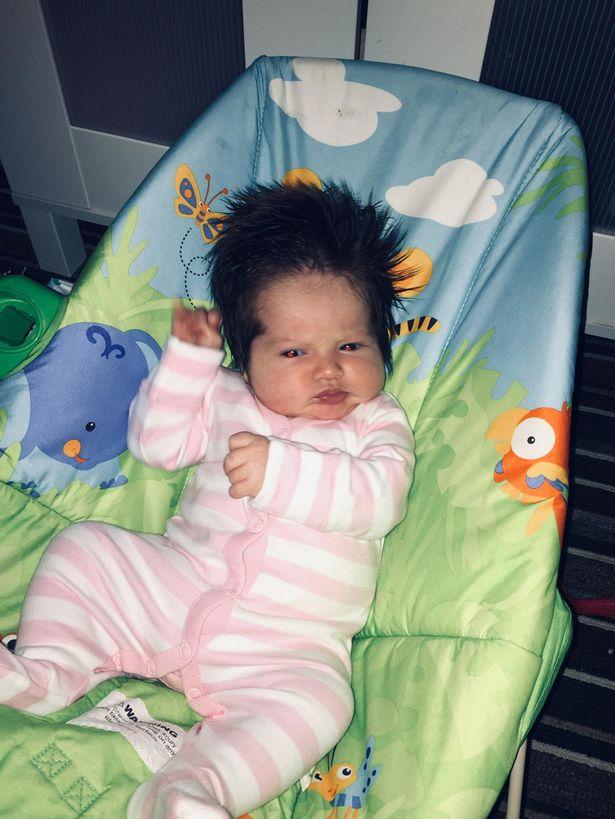 Bà mẹ sốc khi thấy 1 đám tóc đen ở thai nhi tuần 34 nhưng khi sinh con ra càng bất ngờ hơn - Ảnh 1.