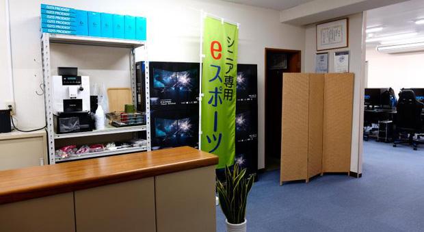 Kỳ lạ quán net dành riêng cho người già ở Nhật Bản, khi tuổi tác chỉ còn là những con số - Ảnh 1.