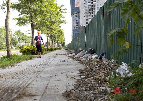 Hà Nội: Đại lộ nghìn tỷ vừa thông xe biến thành các bãi rác rùng mình - Ảnh 2.