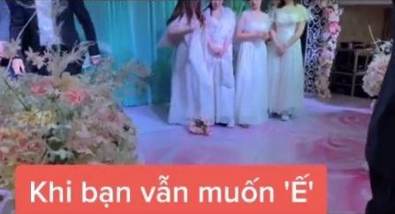 Tình huống tréo ngoe xảy ra ngay trong lễ cưới khiến cô dâu chú rể ngơ ngác còn hội bạn bè thì ngao ngán quay đi - ảnh 2