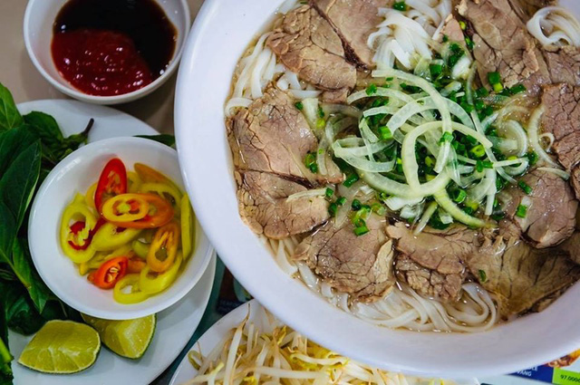 Số phận của những quán ăn Việt sau khi được các Tổng thống Mỹ ghé thăm đều thay đổi đến bất ngờ, nhưng gây tranh cãi nhất là hàng bún chả Obama - Ảnh 10.