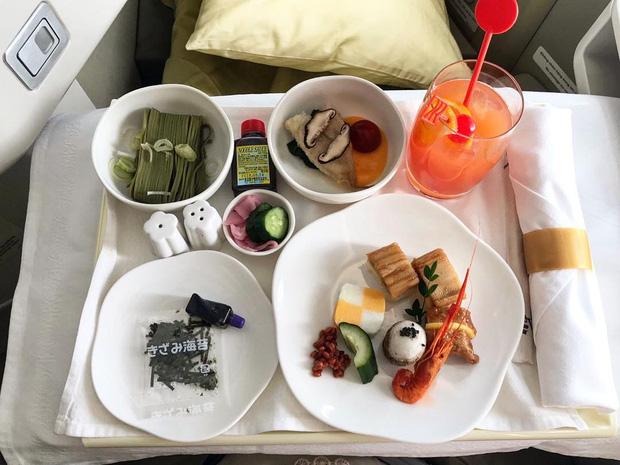 """Những hãng hàng không có suất ăn máy bay còn """"xịn"""" hơn nhà hàng 5 sao, 1 cái tên của Việt Nam cũng góp mặt trong danh sách - Ảnh 12."""