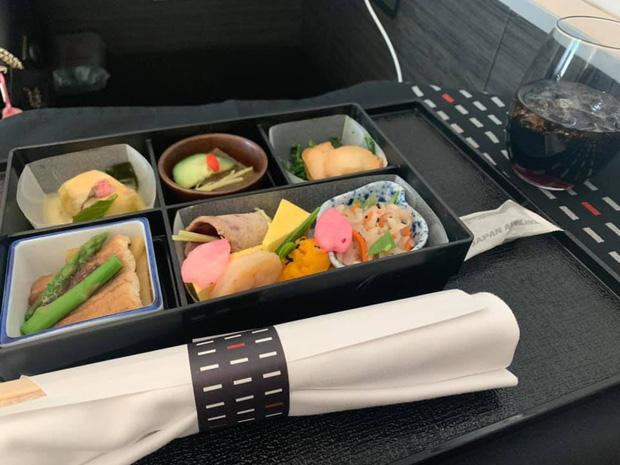 """Những hãng hàng không có suất ăn máy bay còn """"xịn"""" hơn nhà hàng 5 sao, 1 cái tên của Việt Nam cũng góp mặt trong danh sách - Ảnh 14."""