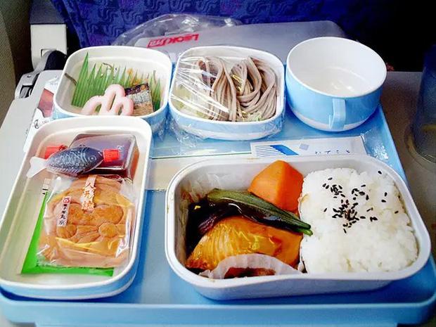 """Những hãng hàng không có suất ăn máy bay còn """"xịn"""" hơn nhà hàng 5 sao, 1 cái tên của Việt Nam cũng góp mặt trong danh sách - Ảnh 8."""
