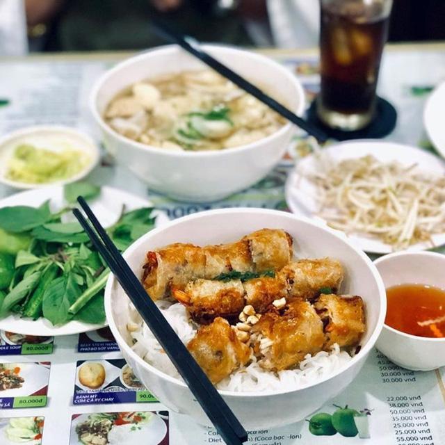 Số phận của những quán ăn Việt sau khi được các Tổng thống Mỹ ghé thăm đều thay đổi đến bất ngờ, nhưng gây tranh cãi nhất là hàng bún chả Obama - Ảnh 9.