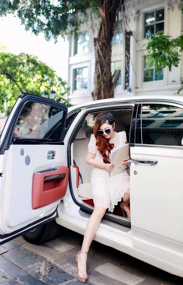 Bà chủ xinh đẹp buôn kim cương, đi Rolls-Royce tại Hà Nội là ai? - Ảnh 3.