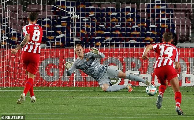Bruno Fernandes giúp Man United đại thắng; Messi còng lưng không gánh nổi Barcelona - Ảnh 7.
