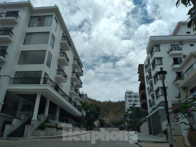 Đến thời hạn, 13 biệt thự vượt tầng dự án Ocean View Nha Trang vẫn chưa bị cưỡng chế - Ảnh 1.