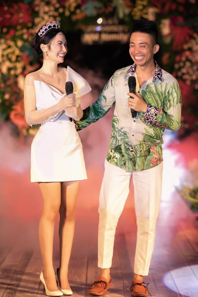 Đại gia Minh Nhựa tổ chức lễ kỉ niệm 8 năm ngày cầu hôn vợ hai Mina, dân tình ghen tị vô cùng với món quà xa xỉ cặp đôi tặng nhau - ảnh 1