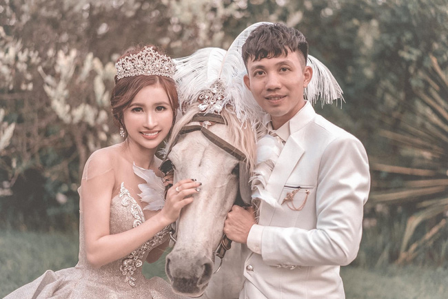Đại gia Minh Nhựa tổ chức lễ kỉ niệm 8 năm ngày cầu hôn vợ hai Mina, dân tình ghen tị vô cùng với món quà xa xỉ cặp đôi tặng nhau - ảnh 2